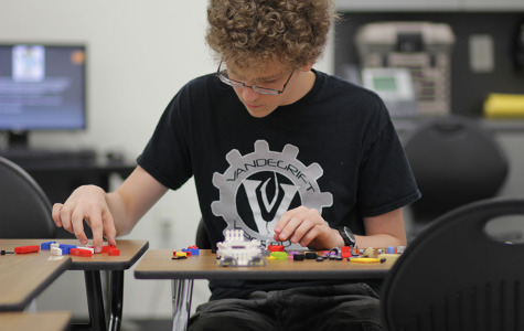 Senior starts new LEGO Club