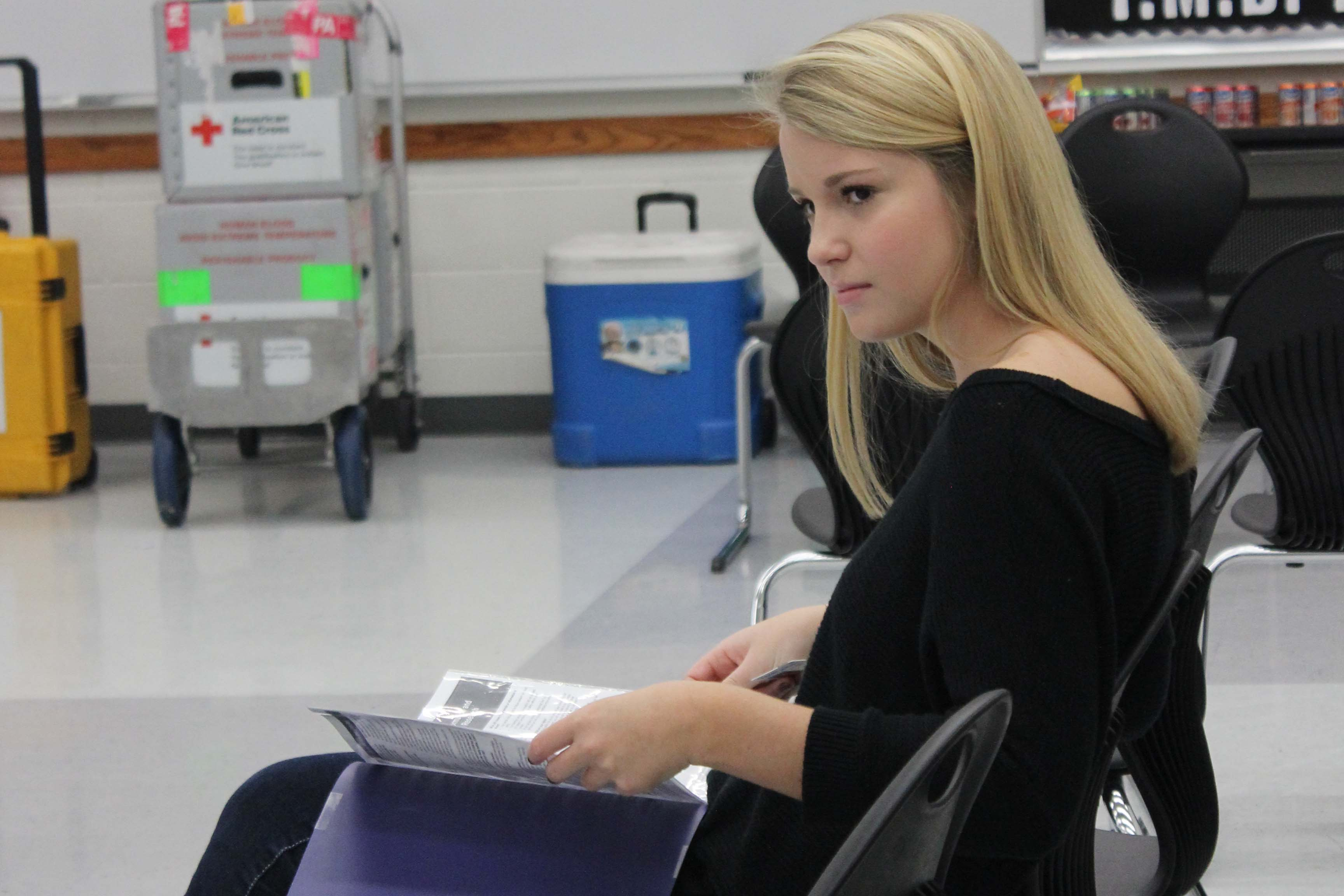 Senior Delaney Saragusa reads the packet she was given before donating.