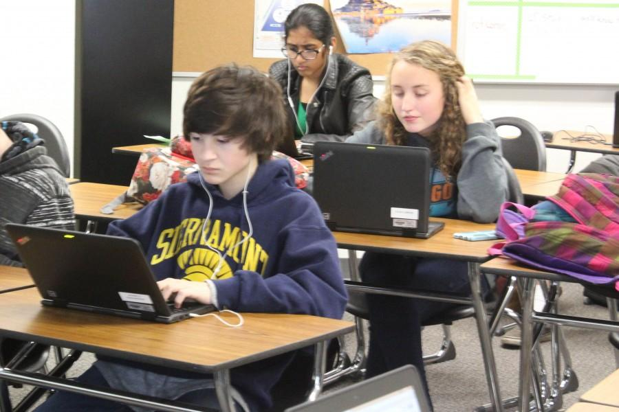 Freshman receive laptops