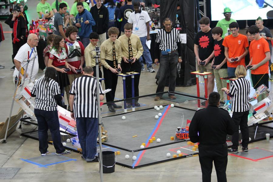 Viper Robotics Quad X 6299 competes at Super Regionals and advances to Worlds.