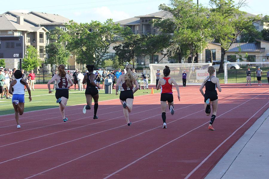 Track+competes+in+preliminaries+and+finals