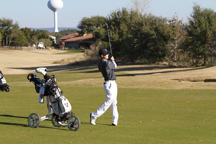 Senior Cooper Dossey shoots from the fairway.