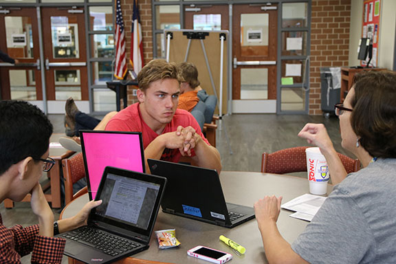 Senior Summit helps students prepare for college