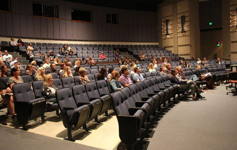 Junior parents attend counselor presentation