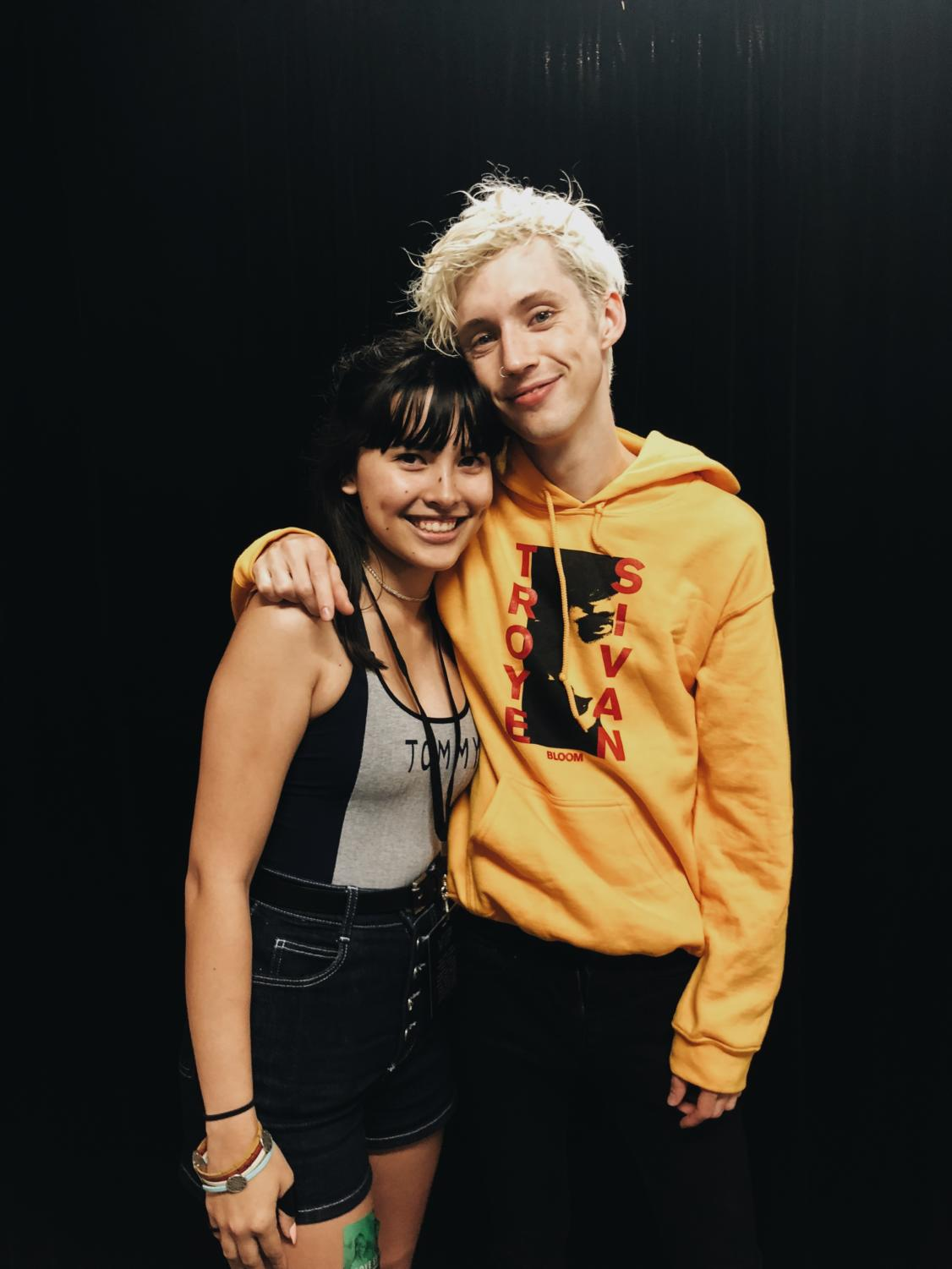 Kaliegh poses for a picture with Troye Sivan.