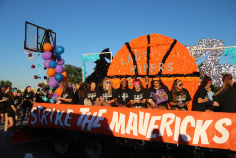 The float featured a basketball hoop, a basketball and a viper fighting a maverick.