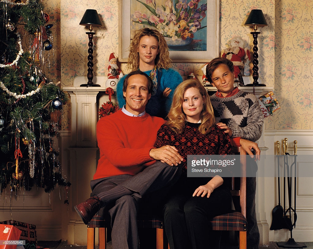 Johnny Galecki, Beverly D'Angelo, Juliette Lewis and Chevy Chase as the Griswold family in National Lampoon's Christmas Vacation.
