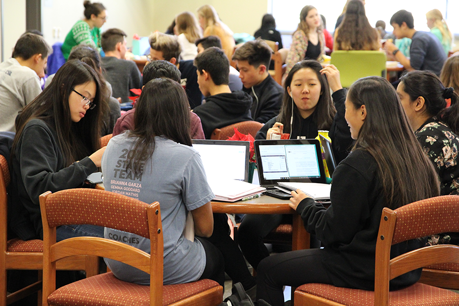 Students enjoy their lunches in the library.