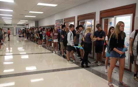 Students had to wait in this line to get their schedules changed.