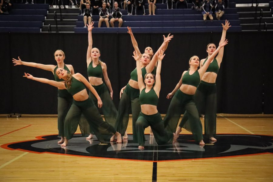 Legacy+officers+perform+%E2%80%9CLanterns+Lit%2C%22+a+contemporary+piece.+The+officers+placed+1st+at+the+Ascension+Dance+Competition.