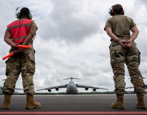 US Airmen assist aircraft taking part in the evacuation of Kabul. Photo by US Central Command
