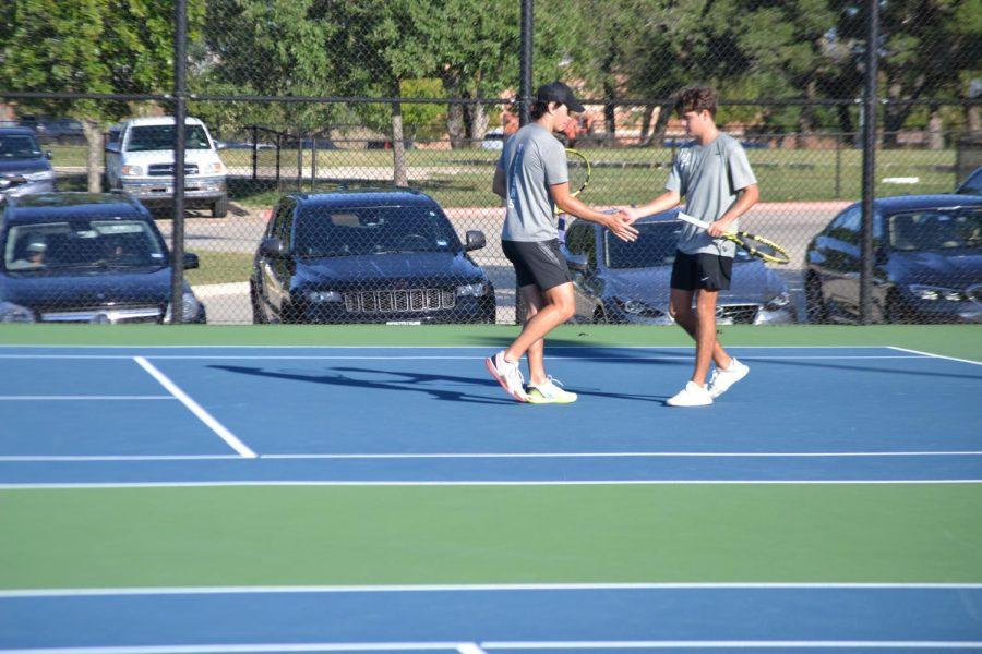 Varsity+tennis+vs+Round+Rock+District+Semi-Finals